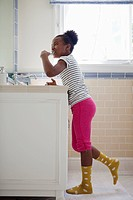 Girl brushing teeth (thumbnail)