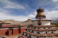 Gyantse Kumbum Temple and Pelkor choede monastery in front of a Tibetan fortress, Tibetan Dzong, of Gyantse with parts of the historic town centre, Gy...