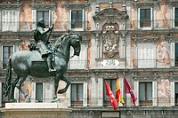 Felipe III statue and Panaderia, Plaza Mayor, Madrid, Spain