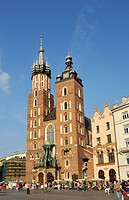 St. Mary´s Basilica, Kosciol Mariacki, 14th century Gothic brick church, Main Market Square, Rynek Glowny, in Krakow, Cracow, Poland, Europe