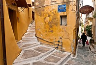 Old houses and narrow allyways in the backstreets of Hania's Old quarter, Crete, Greece