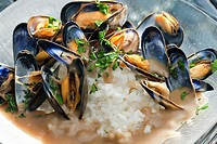 mussels on curry paste