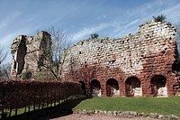 Scotland, Midlothian, Roslin. The 15th century west curtain wall and ruined keep of Roslin Rosslyn Castle near Rosslyn Abbey, largely destroyed during...