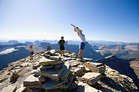 USA, Montana, Glacier National Park, Hikers on the top of mountain
