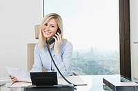 Germany, Frankfurt, Business woman on the phone, smiling, portrait