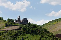 Europe, Germany, Rhineland_Palatinate, View of stahleck castle and bacharach village