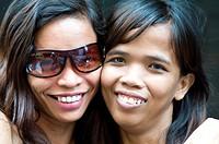 young women, cebu city, philippines