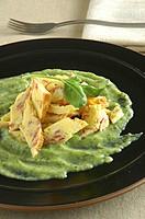 straccetti all´uovo con crema di zucchine e basilico