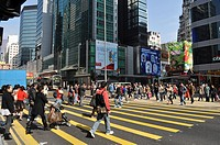 Hong Kong: people crossing Nathan Road in Prince Edwards area (Kowloon)