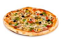 pizza mit champignons,schinken,oliven