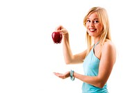 Blondine hält Apfel