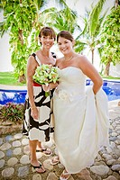 bride and mother outdoors