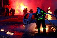 FIREFIGHTERS BATTLING CAR FIRES DURING URBAN VIOLENCE, TRAINING AT THE OISSEL POLICE ACADEMY, SEINE_MARITIME 76, FRANCE