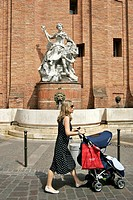 France, Languedoc, Toulouse, fountain.