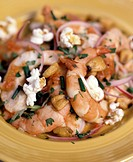 Shrimps with chives, onions, garlic and popcorn