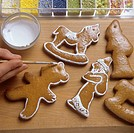 Icing gingerbread figures