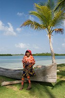Kuna woman, Yandup Island, San Blas Islands also called Kuna Yala Islands, Panama
