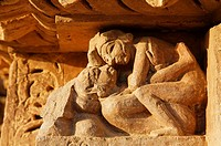 India - Madhya Pradesh - Khajuraho - erotic sculpture on Vishvanatha temple