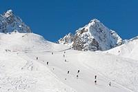 Austria, Vorarlberg, Skiers in ski region