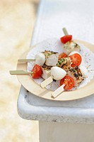 Chicken kebabs with mozzarella and cherry tomatoes