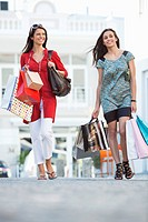 Two young women walking with shopping bags (thumbnail)