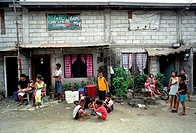 COMMUNITY PROJECT, PHILIPPINES. Manila. Families living in Bagong _ Silansan, a new community house project for families who scavenge the landfill sit...