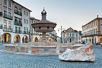 Fountain of the Giraldo Square, Evora, Alentejo, Portugal, Europe