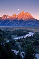 Moonset at dawn over the Teton Range and Snake River, Grand Teton Nat´l  Pk , WYOMING