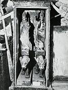 Carter's discovery of the tomb of Tutankhamun in November 1922. Ritual figurines in their caskets. Egypt, 19th century.  Oxford, Ashmolean Museum
