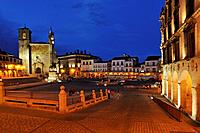 Europe, Spain, Extremadura, Trujillo, View of Plaza Mayor with San Martin church at night