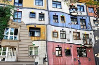 Colorful façade of the Hundertwasser House built 1979-85 Vienna, Austria, Europe