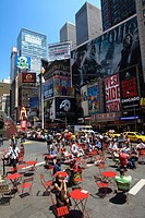 RED TABLES PEDESTRIAN PLAZA TIMES SQUARE MIDTOWN MANHATTAN NEW YORK CITY USA