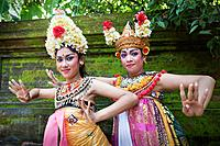 Indonesia, Bali, Batubulan Temple, Barong Dance, Actors / Barongtänzerinnen, Barongtanz, Batubulan_Tempel, Bali, Indonesien / Spring 2011 / Frühjahr 2...