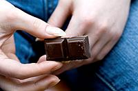 chocolate pieces in woman´s hands