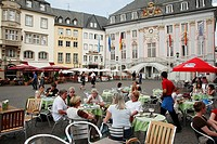 Germany, Rhineland-Westphalia, Bonn, Markt, Old Town Hall, cafe, people.