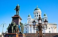 Finland, Helsinki, Senat square with view of Alexander II memorial and Helsinki Cathedral
