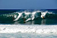 Surfing the Banzai Pipline, Ehukai Beach, North Shore, Oahu, Hawaii, USA