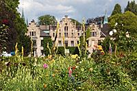 View through the garden towards Ippenburg Castle, Bad Essen, Lower Saxony, Germany
