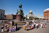 Rusia , San Petersburg City , San Isaac´s Cathedral, monument to Nicholas I, souvenirs shops.