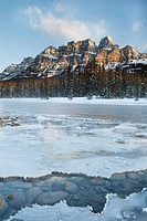 Bow River in winter, Castle Mountain, Banff National Park, Alberta, Canada