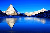 Matterhorn und mountain lake Riffel, Riffelsee, in the morning, Switzerland, Valais