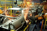 industry, automobile industry, roboter welding bodywork of cars at assembly line, Saab _ Scania,