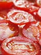 Salted tomato slices