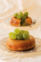 Savarin with grapes