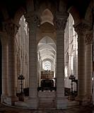 Arkaden des Binnenchors, Blick vom Chorumgang nach Westen in Chor und Langhaus