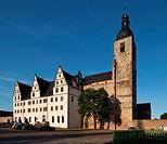 Schlo Neuhaus und ehemalige Stiftskirche von Sdwesten
