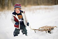 USA, Illinois, Washington, Boy 2_3 pulling sledge on snow
