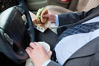 USA, Illinois, Metamora, Man´s hands holding burger and disposable cup with straw