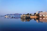 The Lake Palace Hotel and the City Palace, Lake Pichola, Udaipur, Rajasthan, India