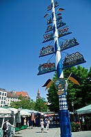 Maypole, Viktualienmarkt square, Munich, Bavaria, Germany, Europe